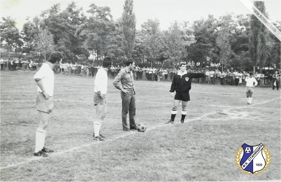 Dragan Džajić na fudbalskom igralištu u Stanišiću, 01. avgust 1972. godine. - 1